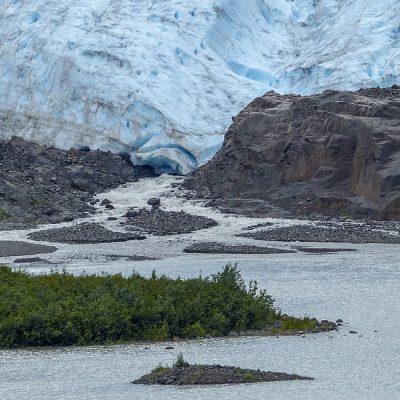 glacier-melting-ice-water-lake-mountain